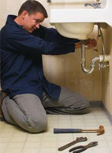 Plumber in Santee CA tightens sink drain